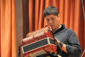 O acordeonista e chamamecero argentino Alejandro Brittes