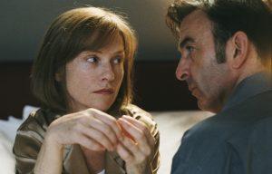 """Cena de """"A Comédia do Poder"""", de Claude Chabrol (2006)"""