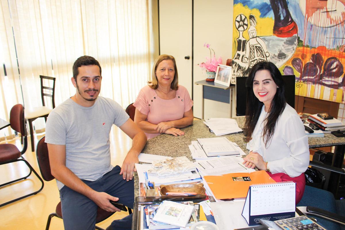 visita de gabinete 29-03-9115 - Vereadora de Bonito Matia lucia e andré